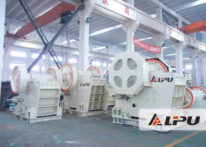 Even Output Rock Jaw Crusher / Stone Crushing Machinery Outlet Size 100-220mm