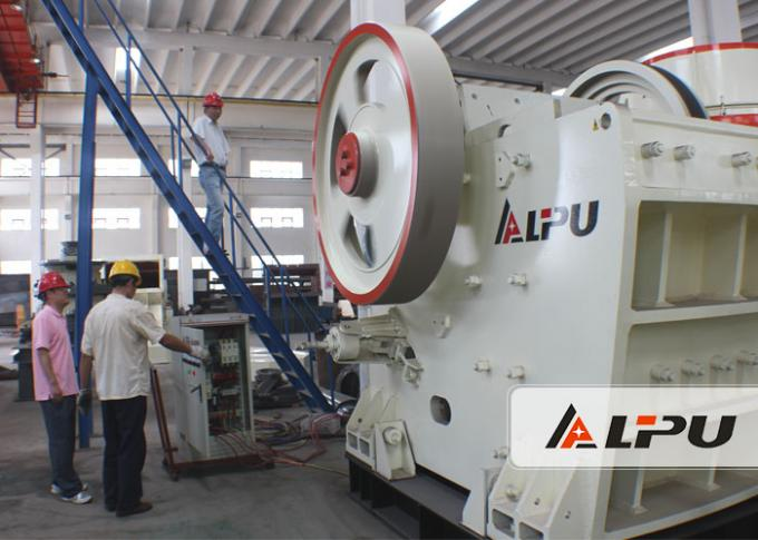 Customized Two Stage Mobile Crushing Plant / Mobile Jaw Crusher For Mining