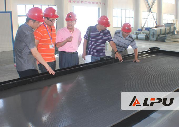 High Efficiency Gravity Concentration Shaker Table For Gold Mining 0.5-1.5 T/H